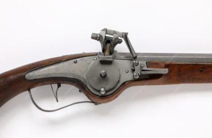 Pistole s kolečkovým zámkem, železo, dřevo, 17. století, MMP H 597