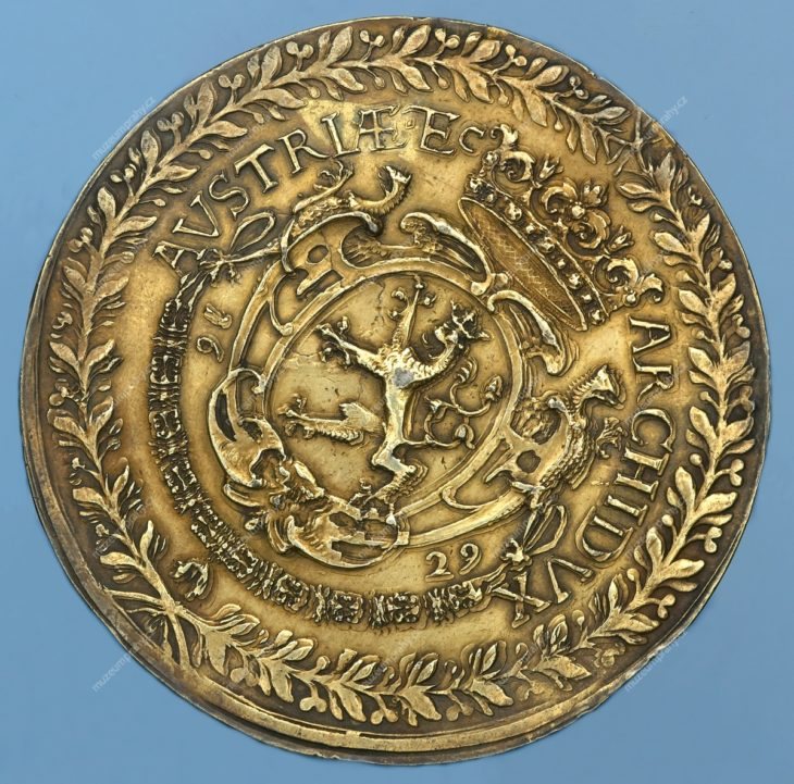 Stříbrný odražek stodukátu Ferdinanda III. (1629) ve váze třítolaru, Praha, Donat Starckh, stříbro (pozlacené), 1629, MMP H 14.071