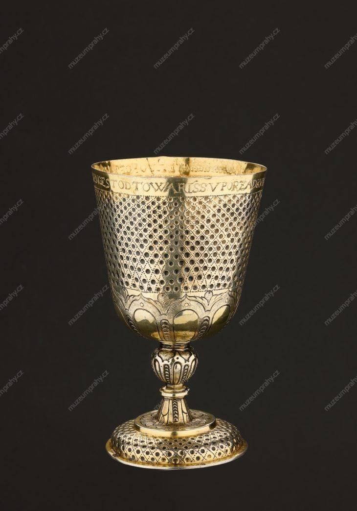 Pohár tovaryšů cechu koželuhů Nového Města, Norimberk (?), stříbro, zlacené, ryté, puncované, 1627, MMP H 27.125