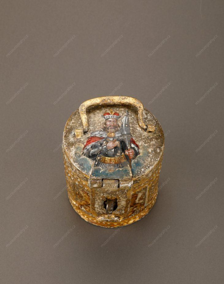 Výběrčí pokladnička cechu bednářů, Čechy, tepaný zlacený plech, malba, 17. století, MMP HD 1.947