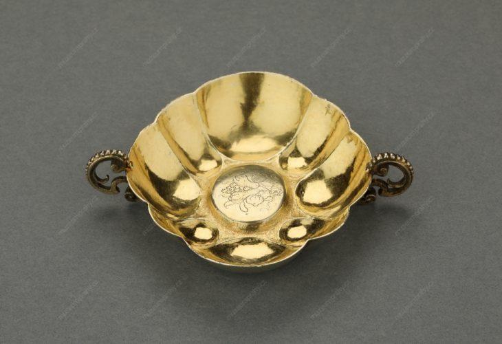 Miska, mistr AL, Praha – Staré Město, stříbro, tepané, zlacené, kolem 1650, MMP H 7.968