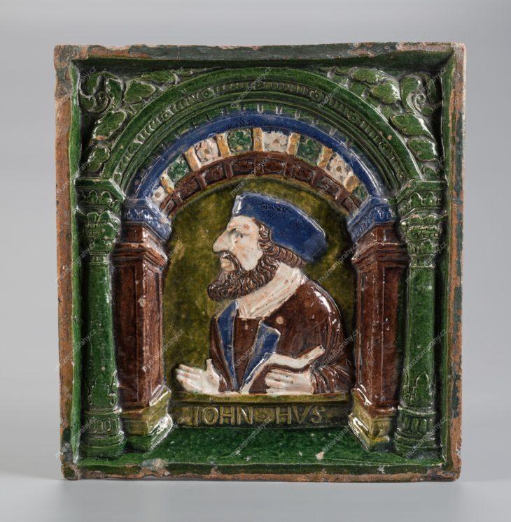 Kachel komorový s vyobrazením Jana Husa, Německo (?), pálená hlína, polychromní glazura, kolem 1550, MMP H 17.544