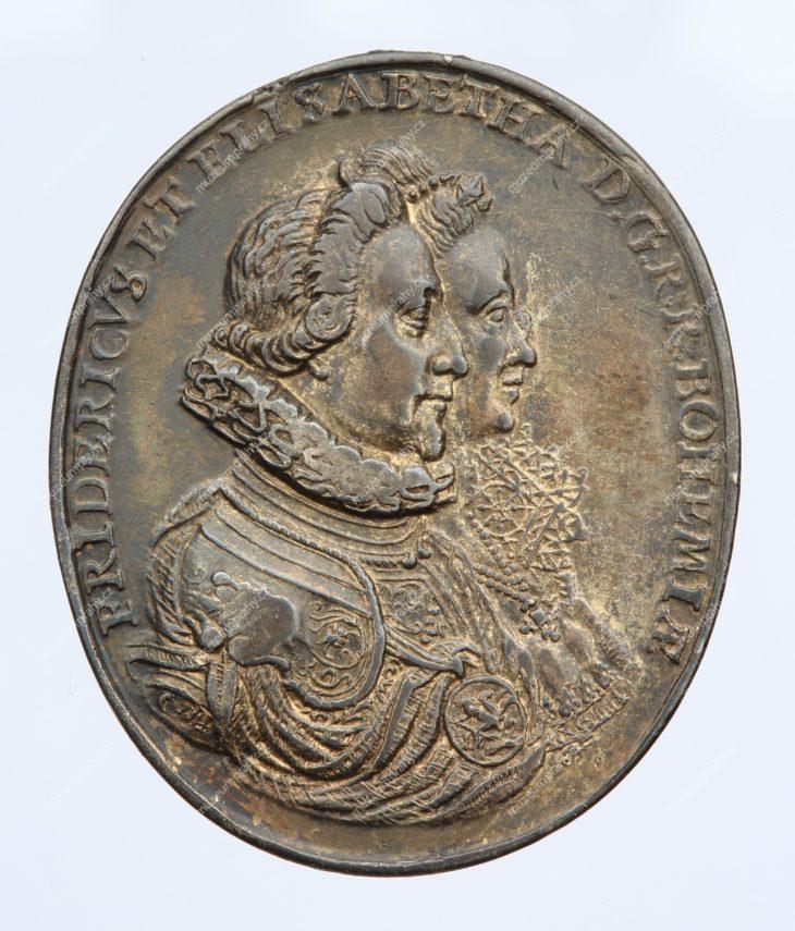 Oválná medaile na počest korunovace českého krále Fridricha Falckého a jeho choti Alžběty, Norimberk, Christian Maler, stříbro, 1619, MMP H 17.111