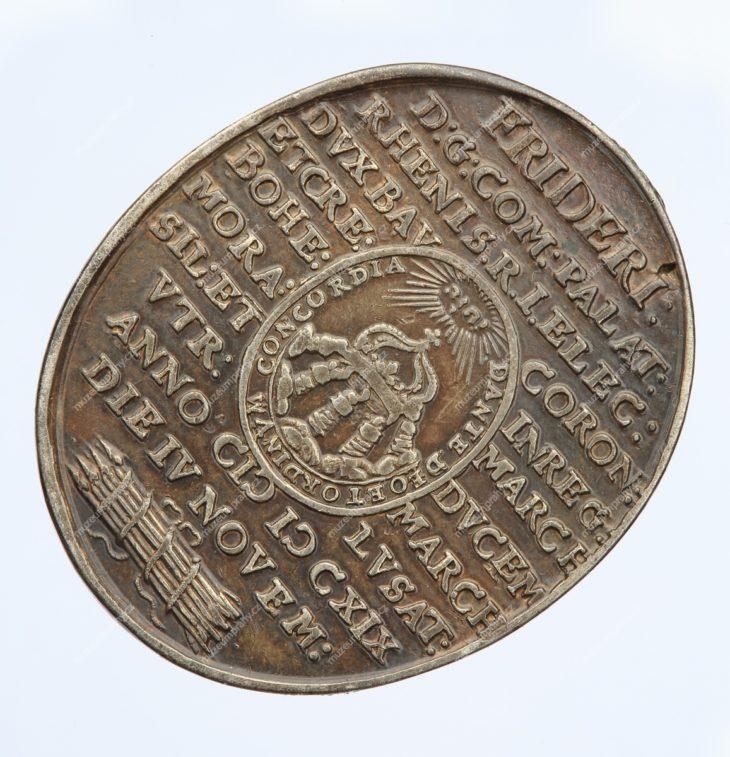 1619 – oválná medaile na počest korunovace českého krále Fridricha Falckého a jeho choti Alžběty, Norimberk, Christian Maler, stříbro, 1619, MMP H 17.111